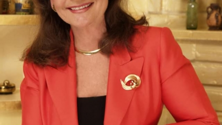 """""""Gilligan's Island"""" Star Dawn Wells Turns To Fans For Help"""